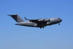 C-17 de Royal Air Force à l'approche photos stock