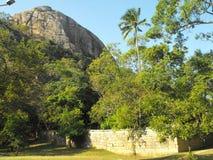 C'EST BELLE YAPAHUWA FORTERESSE DE ROCHE DE L'IMAGE DE SRI LANKA images libres de droits
