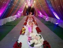 C'est l'image d'épouser la décoration qui dans les beaucoup lumière de couleur utilisée images libres de droits