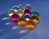 C'EST L'IMAGE des marbels en verre color?s images libres de droits
