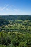 C'est la vue du point de vue du Burg Hohenneuffen de château un jour d'été photographie stock libre de droits