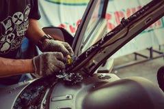 C'est réparation ou accident automobile en verre claire Photo stock