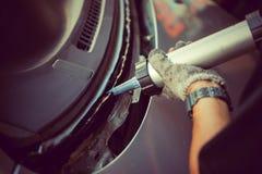 C'est réparation ou accident automobile en verre claire Image libre de droits