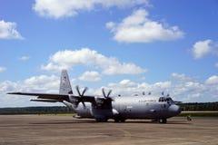 C-130J som förbereder sig för start Arkivbild