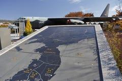 C-123 leveranciersvervoer en kaart van Koreaanse oorlog, (de V.S.), Oorlogsgedenkteken van Korea, ginyeomgwan Jeonjaeng, yongsan- Royalty-vrije Stock Afbeeldingen