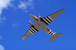 C-47 med dag Dteckning som tar upp av-kugghjulet Arkivfoto