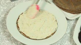 C?mo hacer la torta del crep? del oreo almacen de metraje de vídeo