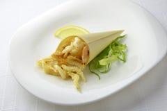 Cône d'apéritif de fruits de mer de papier avec Fried Shrimp 1 Images libres de droits