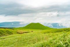 Cône volcanique de Komezuka dans le Mt Région d'Aso Photographie stock libre de droits
