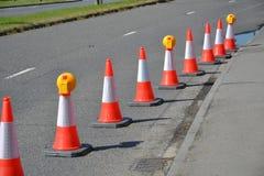Cônes du trafic sur la route Images stock