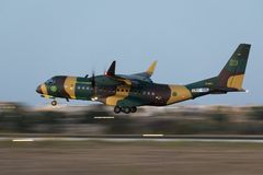 C295 novo no voo da entrega Fotografia de Stock