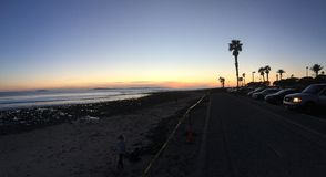 C-Straßen-Brandungs-Stellen-Sonnenuntergang Lizenzfreie Stockfotos
