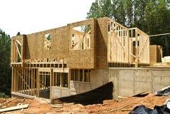 Côté à la maison neuf de construction Photos libres de droits