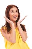 Côté d'une jeune femme occasionnelle excited Photos stock