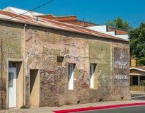 Côté de brique du vieux bâtiment de ville Image libre de droits