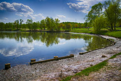 Côté de l'étang Photographie stock libre de droits