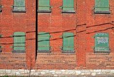 Côté de vieil immeuble de brique Photos stock