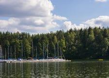 côte avec des yachts Image stock