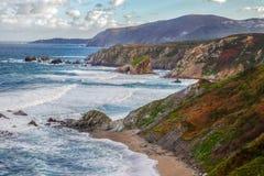 Côte cantabre rocailleuse Image libre de droits