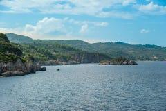 Côte d'île d'Evia Photo stock