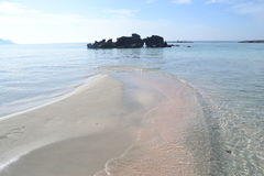 Côte d'île de Crète en Grèce Plage sablonneuse dedans Photographie stock