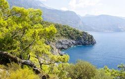 Côte dans la station de vacances turque populaire Oludeniz Image stock