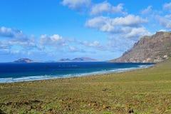 Côte de Caleta de Famara à Lanzarote, Espagne Images libres de droits
