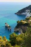 Côte de Gargano : Dei Mergoli (delle Zagare de Baia de Baia) Vue panoramique des falaises (Pouilles) l'Italie Image stock