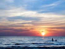 Côte de la mer au coucher du soleil, Koh Chang, Thaïlande Image libre de droits