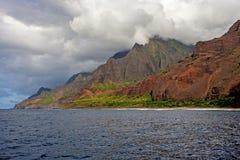 Côte de NaPali, enveloppée en nuages Images stock