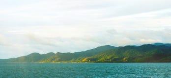 Côte de paysage de nature dans le matin avec la lumière du soleil Images stock