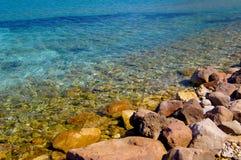 Côte en pierre en Grèce Photos stock