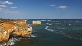Côte et roches d'océan banque de vidéos
