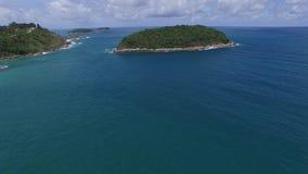 Côte gentille de Phuket et arbres verts, d'un hélicoptère clips vidéos