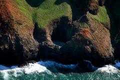 Côte Hawaï de Na Pali de trou de coup de Kauai Photographie stock