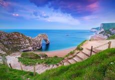 Côte jurassique de Dorset avec la porte de Durdle Photos libres de droits