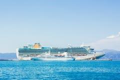 Côte Luminosa de bateau de croisière Images libres de droits