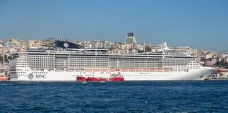 Côte Luminosa de bateau de croisière Photo libre de droits