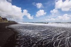 Côte noire de sable Image stock