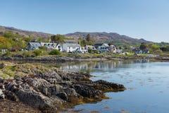 Côte ouest de Lochaber de village de côte d'Arisaig Ecosse R-U dans les montagnes écossaises Images stock