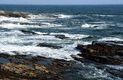 Côte rocheuse chez l'Océan Atlantique Photos libres de droits