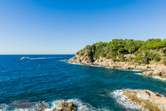 Côte rocheuse de Costa Brava Photo stock