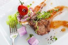 Côtelette d'agneau rôtie Photo stock