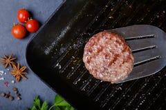 Côtelette de rôti sur la casserole de gril Images libres de droits