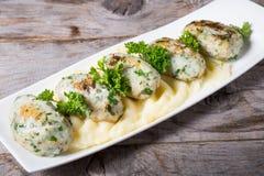 Côtelettes de poissons avec de la purée de pommes de terre Photos stock
