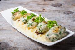 Côtelettes de poissons avec de la purée de pommes de terre Image stock