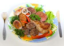 Côtelettes de viande et petites saucisses Photo libre de droits