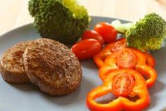 Côtelettes frites d'un plat Image stock