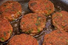 Côtelettes frites dans une casserole Photographie stock
