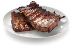 Côtes de découvert de porc grillées tout entier Photo stock